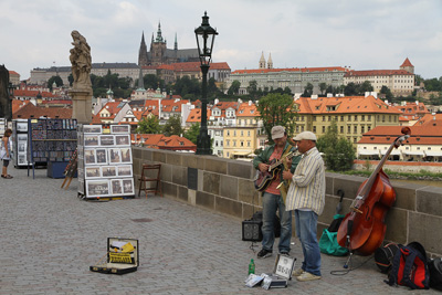 musicians at the Charles bridge
